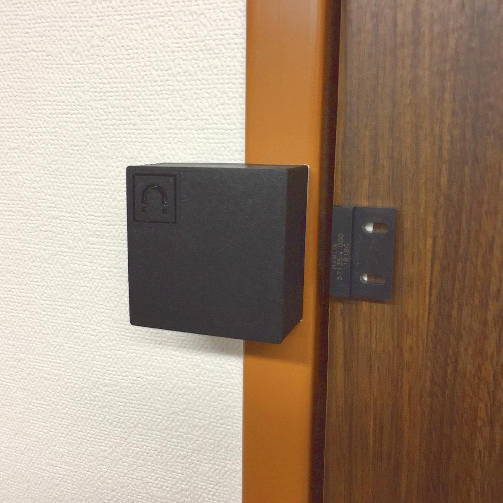 ドアへの設置例